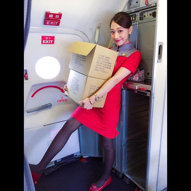 遠航氣質正妹空姐SALLYKO莎莉車上甜美自拍美到冒泡了