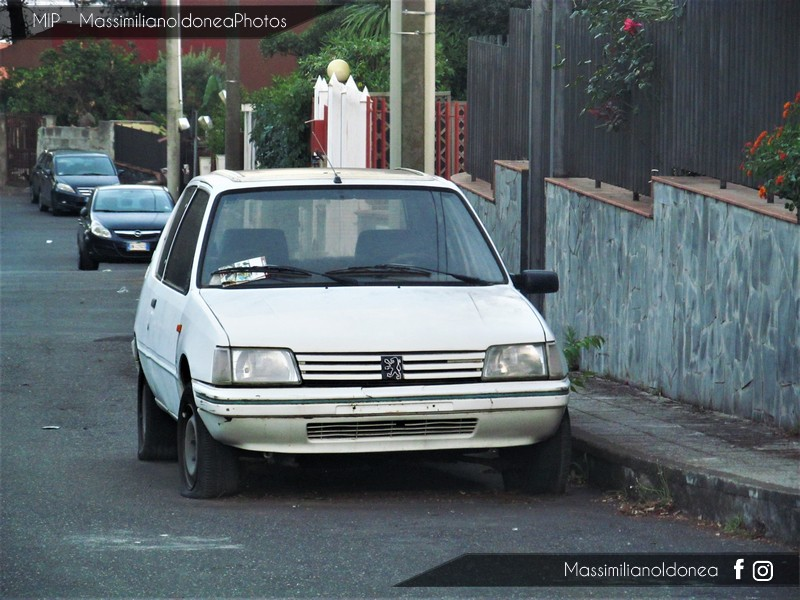 Auto Abbandonate - Pagina 6 Peugeot_205_Best_Company_1_1_54cv_89_TO49886_M_1
