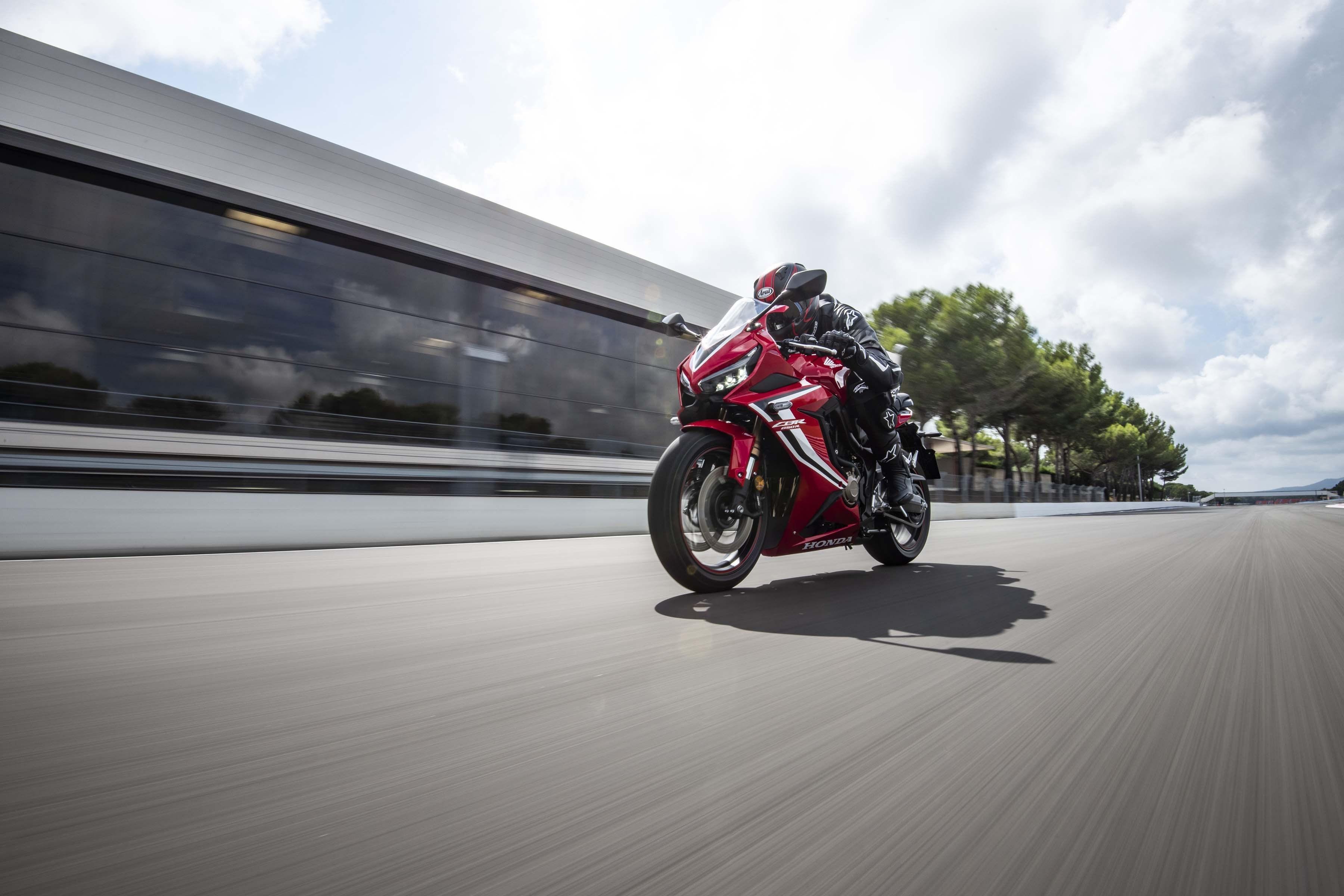 2019-Honda-CBR650-R-38