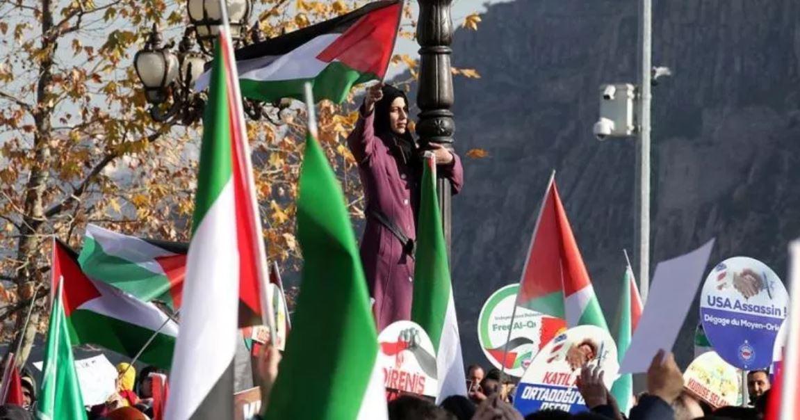 Сотни митингующих в Швейцарии против решения Трампа по Иерусалиму