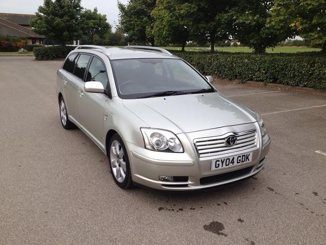 Used-Toyota-Avensis-2004-Silver-Estate-Petrol-Automatic-for-Sale-in-Kent-UK