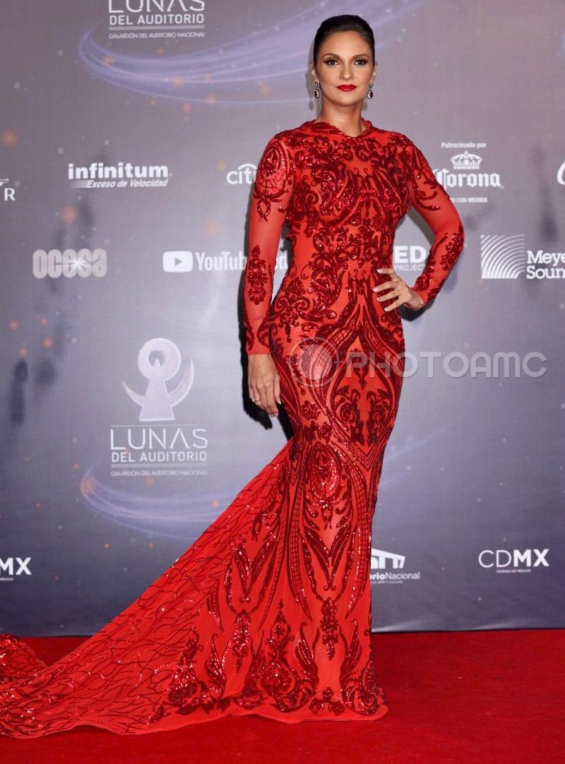 Najlepša haljina crvenog tepiha - Page 10 1-Mariana-Seoane