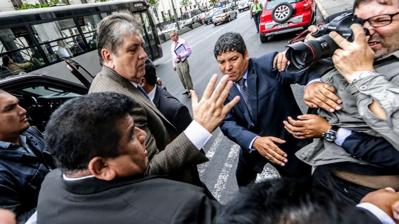 Impedimento de salida de Alan García se evaluará el sábado