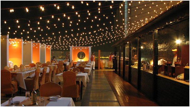 Best_Rooftops_To_Visit_In_Karachi_Sky_BBQ_Pizza_Avari_Towers_Saddar