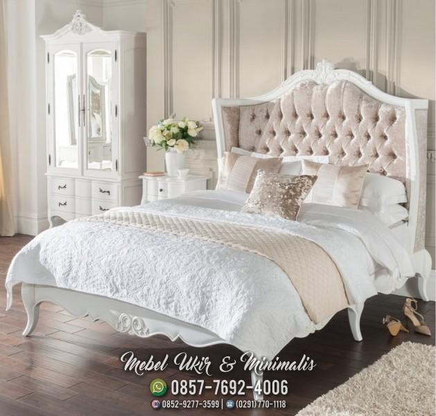 Tempat Tidur Ukir Warna Putih Kayu Mahoni