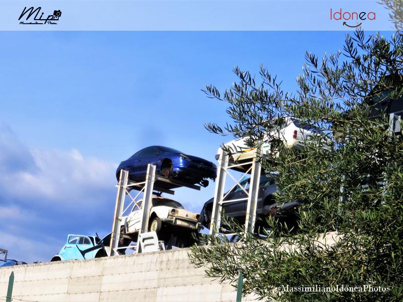 Auto Abbandonate - Pagina 2 Renault_Dauphine_Ford_Fiesta_e_Volkwagen_Maggiolino