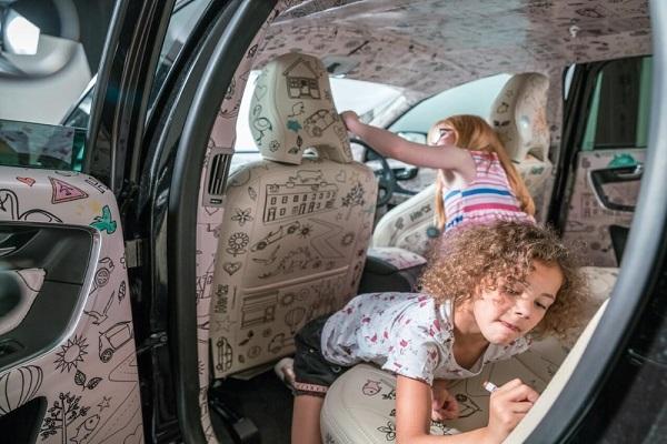 Anak yang kehilangan tangannya karena mencoret mobil (ಥ﹏ಥ)