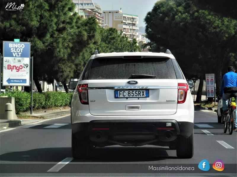 Avvistamenti auto rare non ancora d'epoca - Pagina 12 Ford_Explorer_Ecoboost_Ford_FC855_RX_2