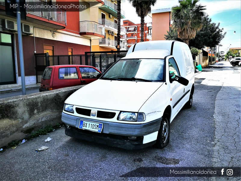 Mezzi Abbandonati - Pagina 4 Seat_Inca_D_1_9_64cv_01_BX110_SM