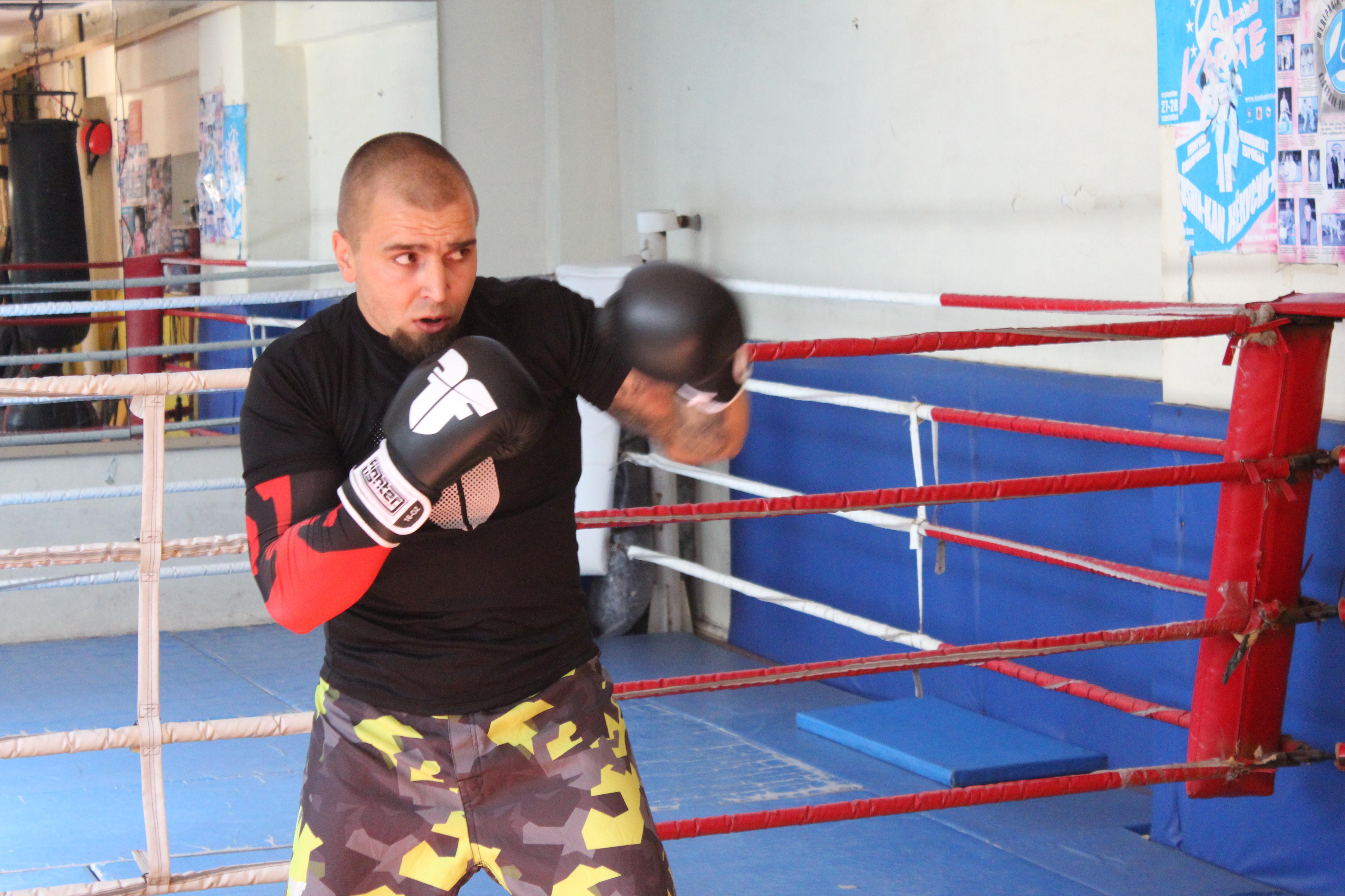 Оригинальные Классические Боксерские Перчатки - FIGHTER - Boxing -  КОЖА ( бренд Чехия )