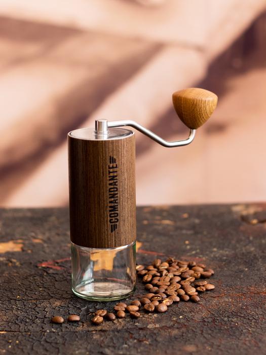 comandante ręczny młynek żarnowy do kawy