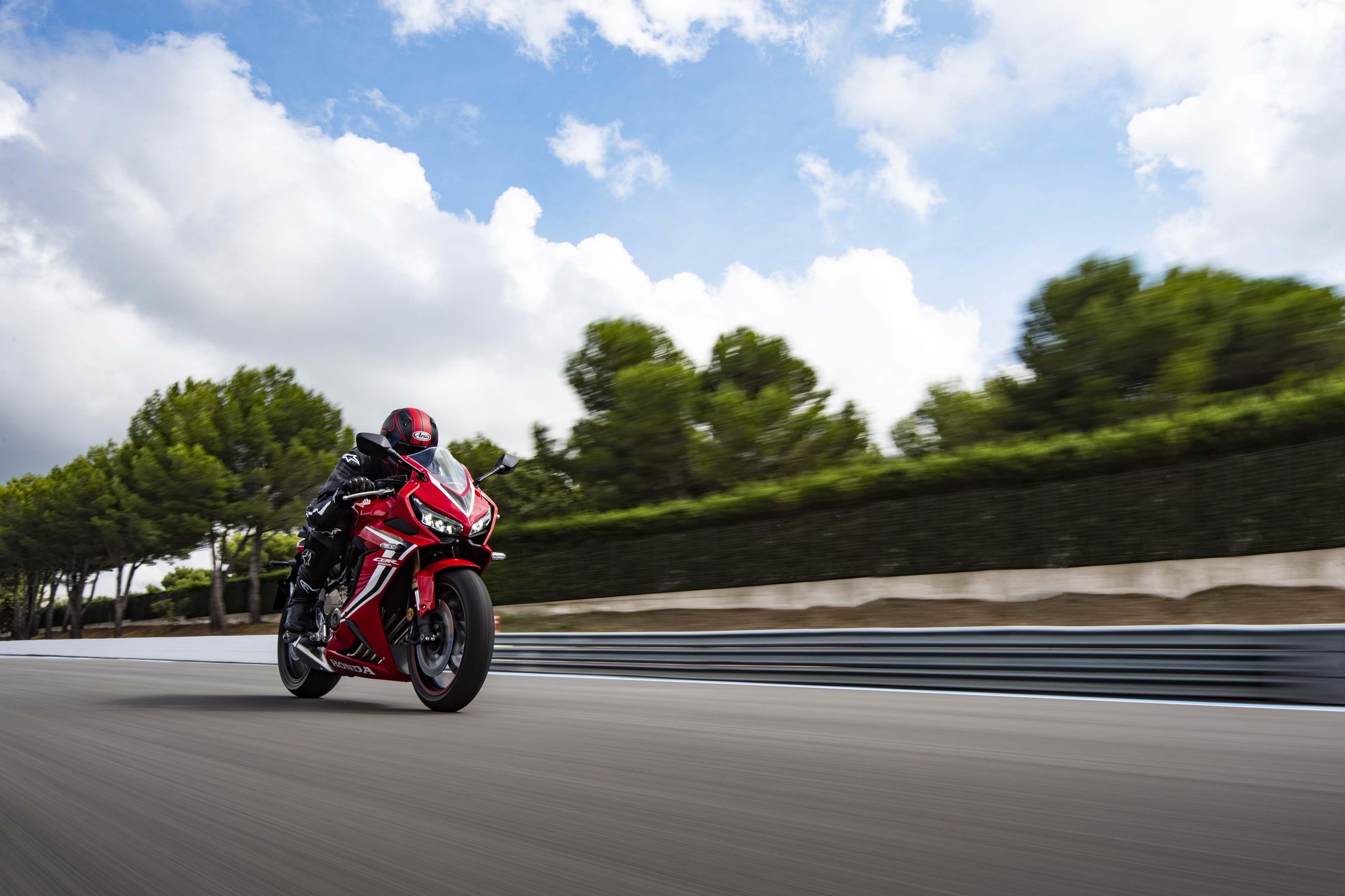 2019-Honda-CBR650-R-36