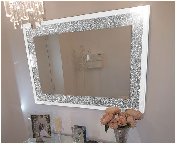 Home_Decorating_Ideas_For_Small_Homes_Mirror_on_The_Wall