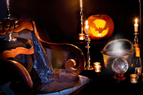 An image of witchcraft paraphernalia, used in Halloween spells.