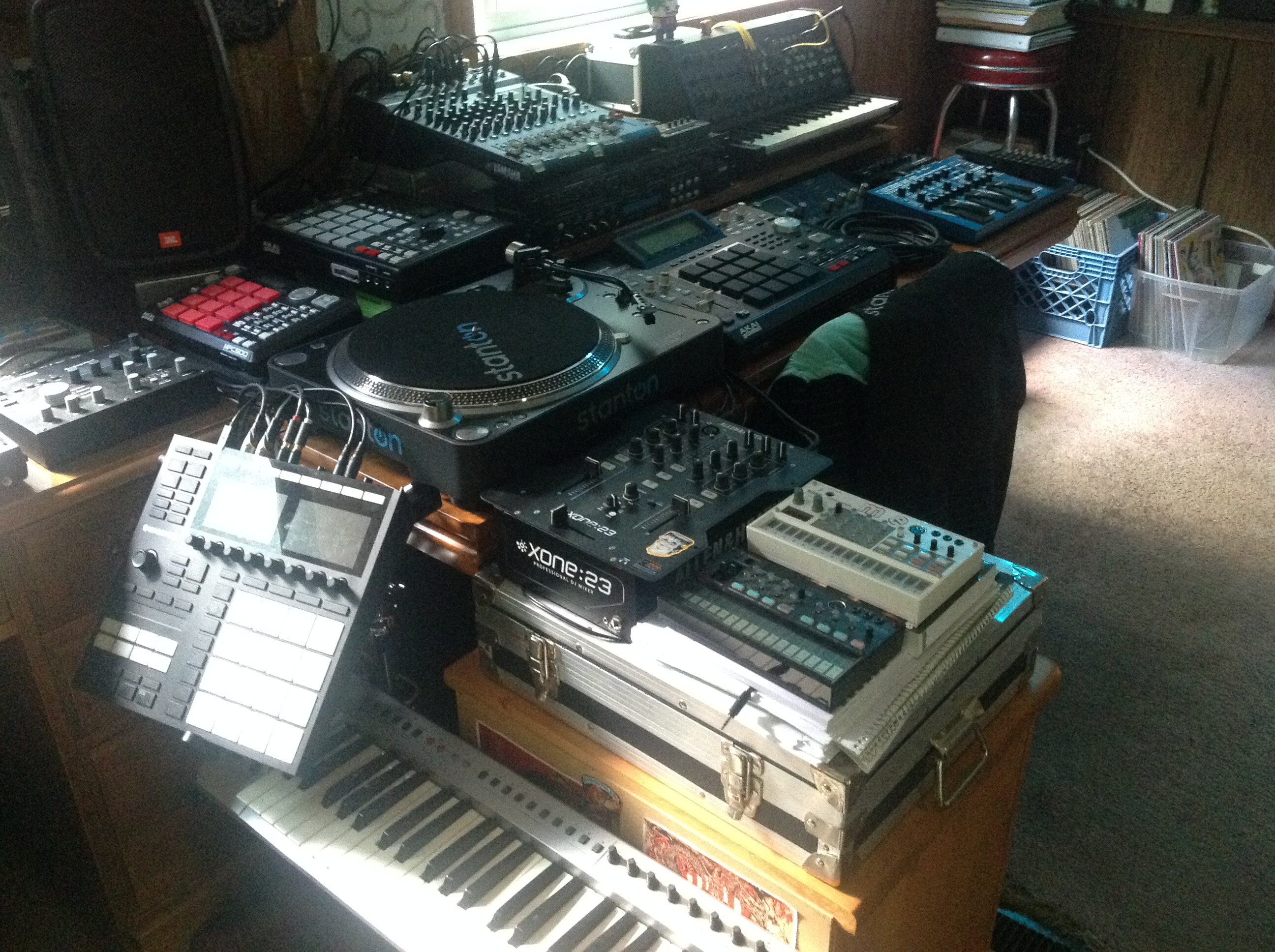 Akai MPC Forums - PIcs of your cribs   : Studio Set Up