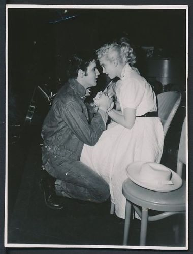 f6cae8d123f1 For Elvis CD Collectors • Elvis on one knee with Yvonne Lime