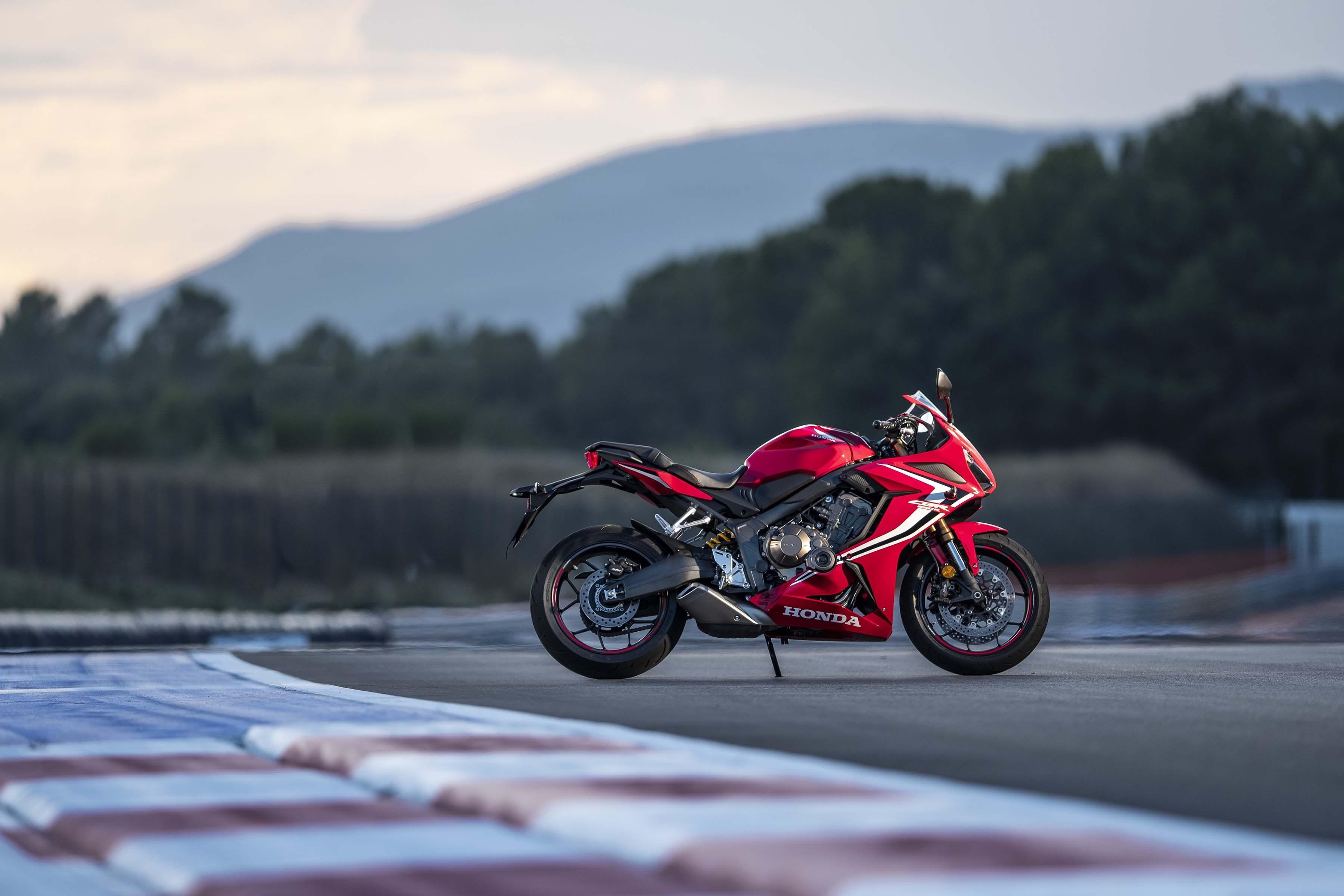 2019-Honda-CBR650-R-27