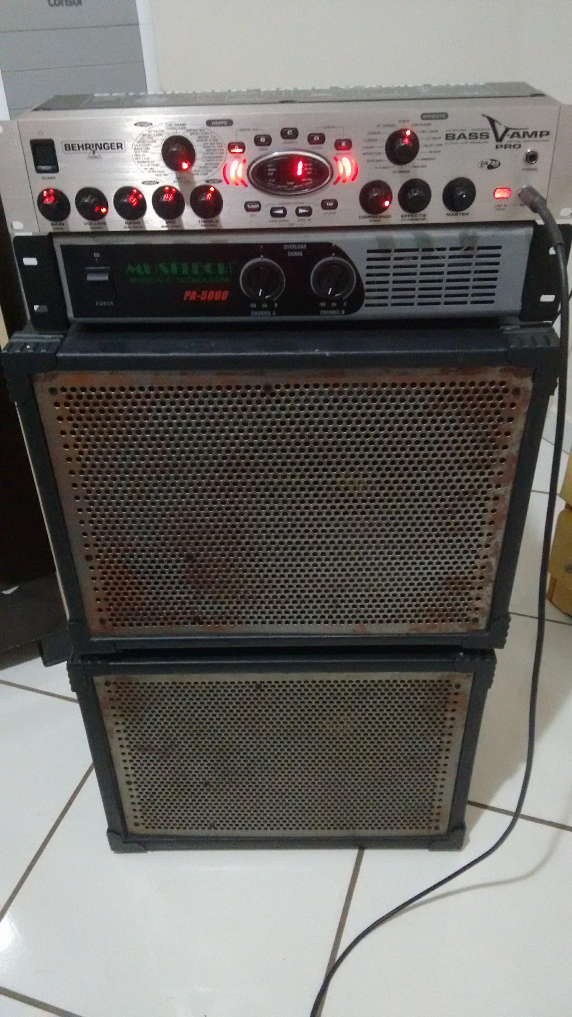 Curiosidade quanto a um set com amplificador não de contrabaixo - Página 6 Bass_rack_pro_fabio_frediani_bass_v_amp