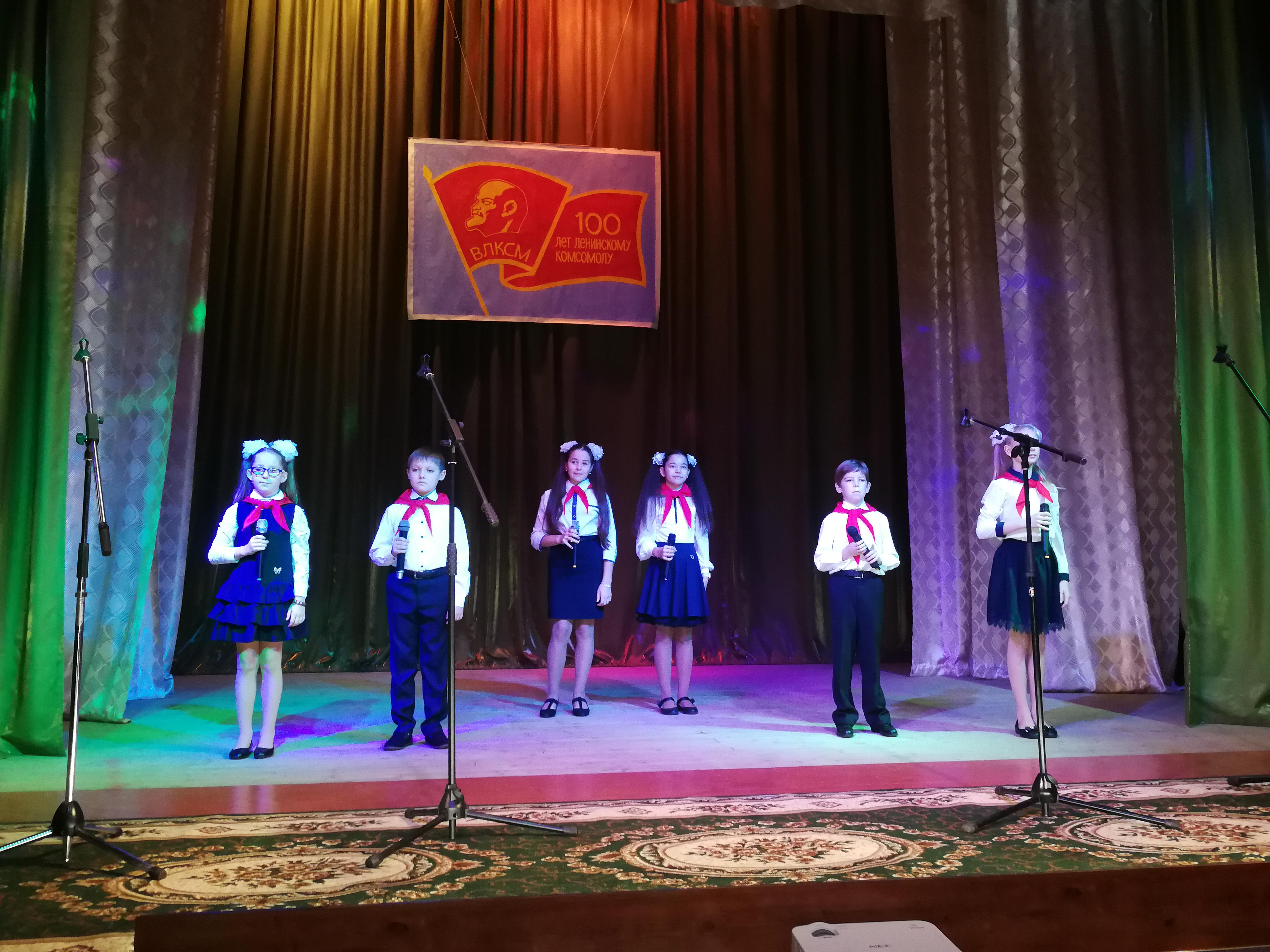 Изображение из альбома Праздничный концерт, посвященный 100-летию ВЛКСМ