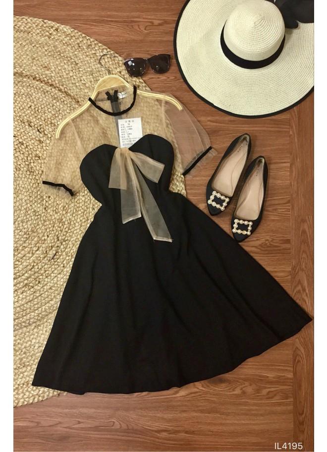 Đầm đen xoè vai lưới đính nơ ngực