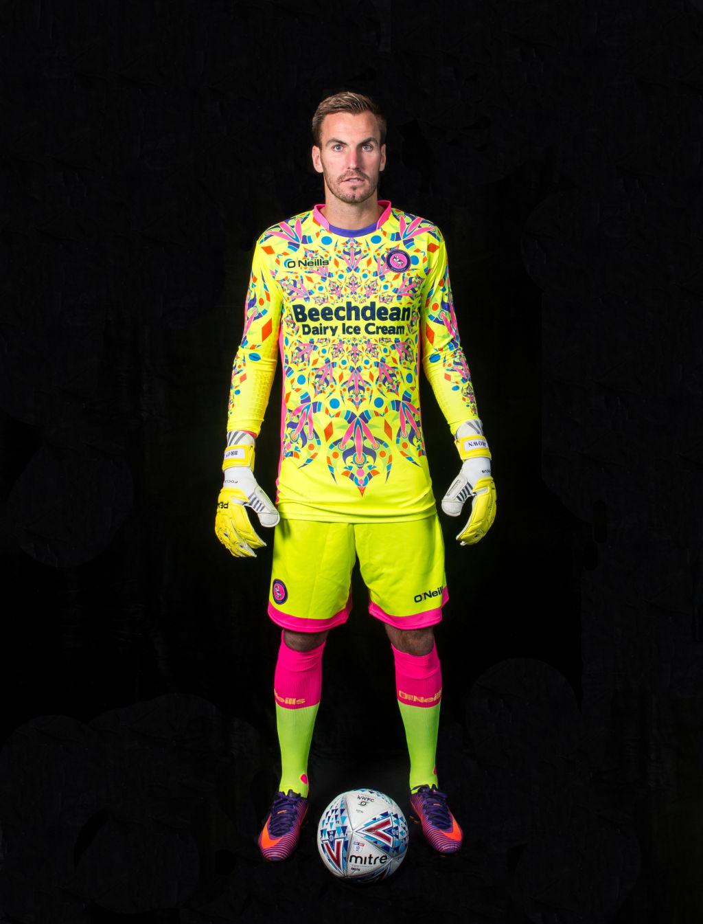 This luminous goalkeeper