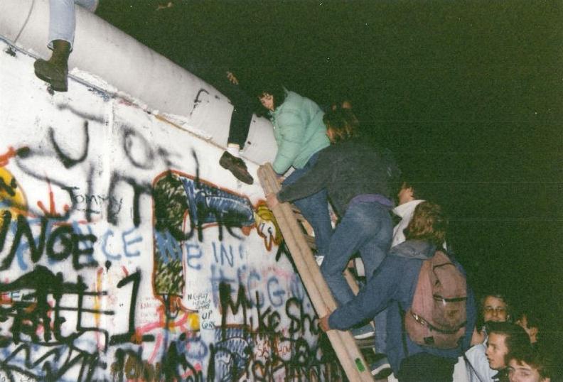 História ikonickej línie EQT od adidas je bezprostredne spätá s vývojom európskej pouličnej kultúry po páde berlínskeho múru
