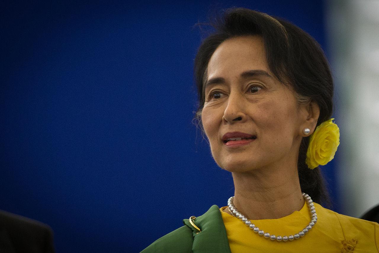Remise_du_Prix_Sakharov_a_Aung_San_Suu_Kyi_Strasbourg_22_octobre_2013_04