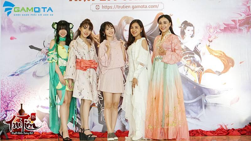 Jang Mi song ca ngọt ngào cùng game thủ Tru Tiên 3D tại offline Huyết Chiến Vương Giả