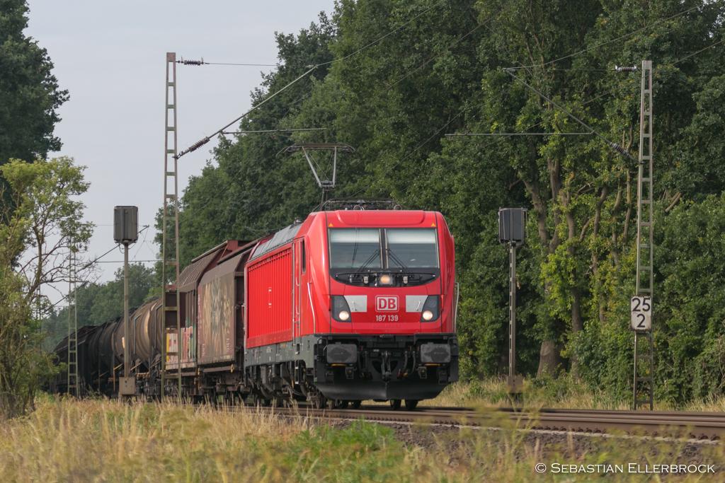 https://image.ibb.co/kV1NJT/D7649_187_139_am_09_06_18_bei_Wunstorf.jpg