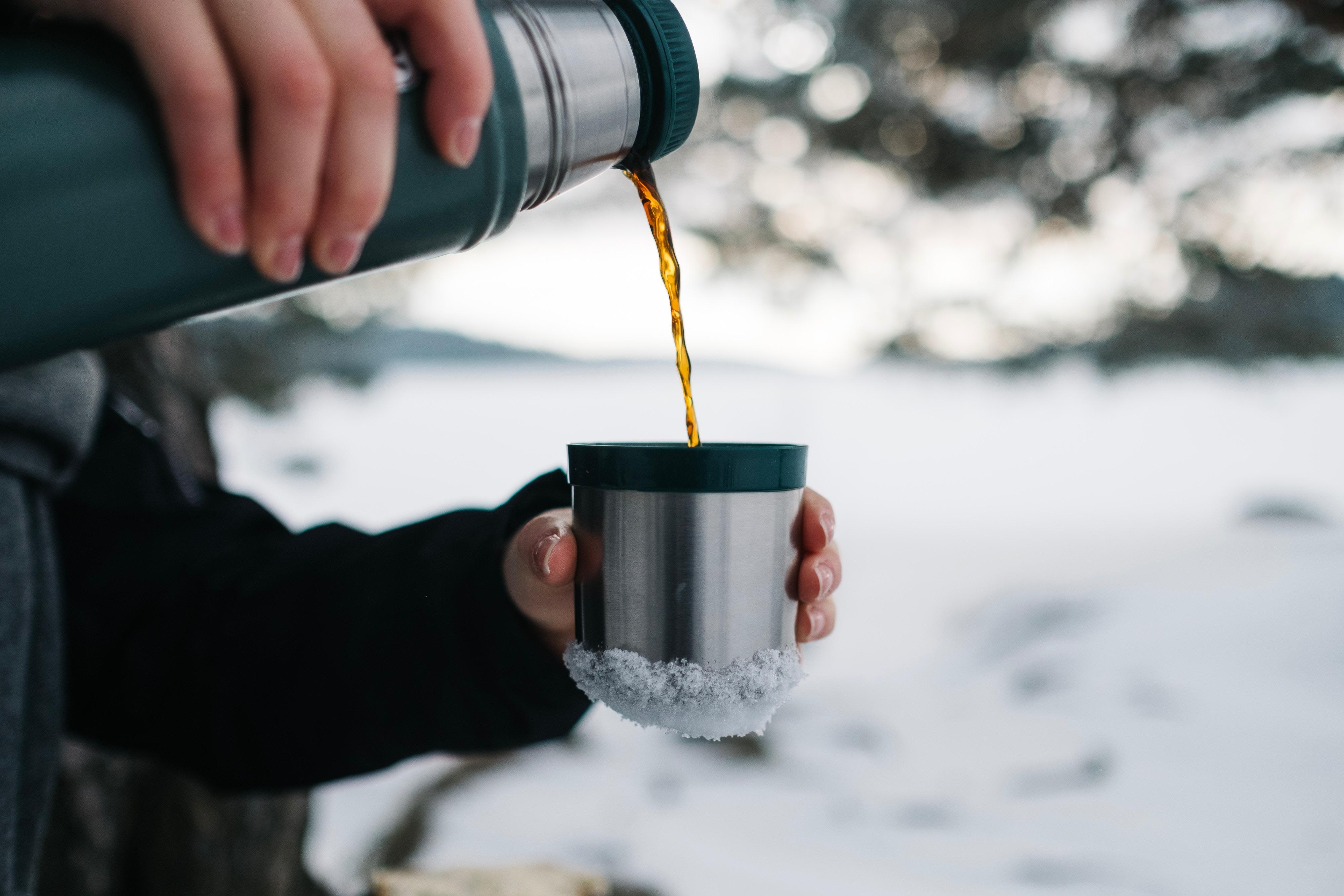 przechowywanie zaparzonej kawy w termosie