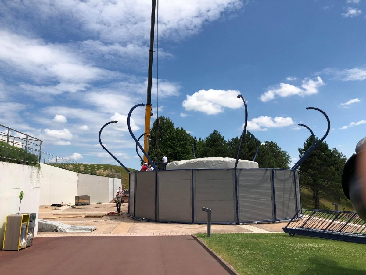Sky Jump (simulateur de chute libre outdoor) – juillet-août 2018 Sky_Jump_instal