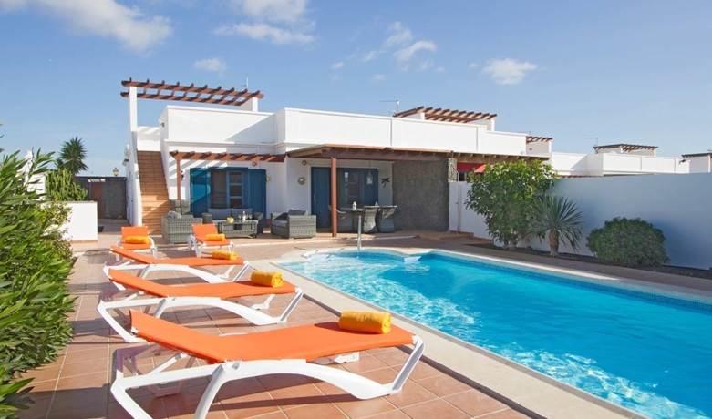holidays in lanzarote private villa
