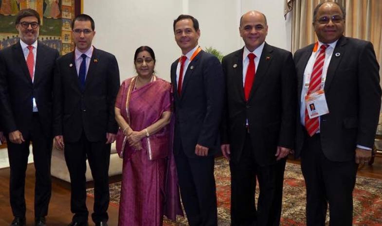 ministra_de_la_india_con_delegacion_de_Venezuela