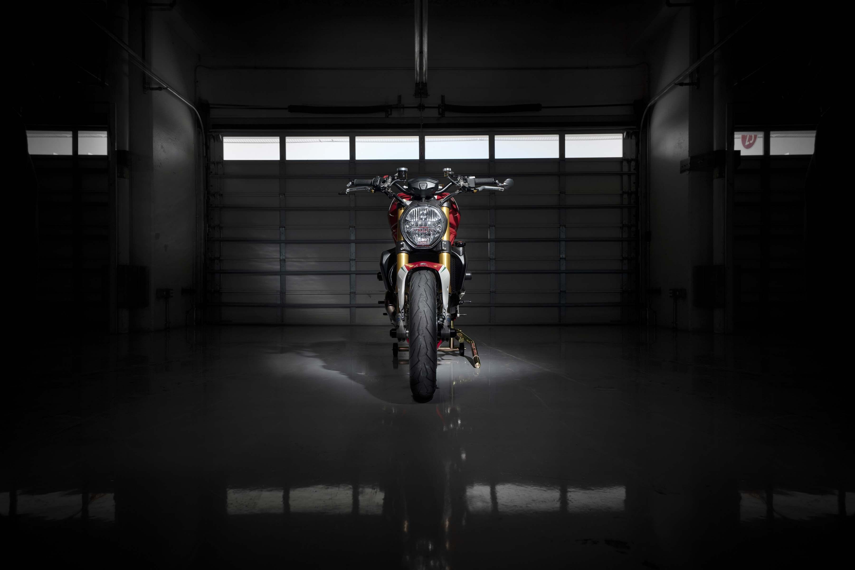 Ducati-Monster-1200-Tricolore-Motovation-18