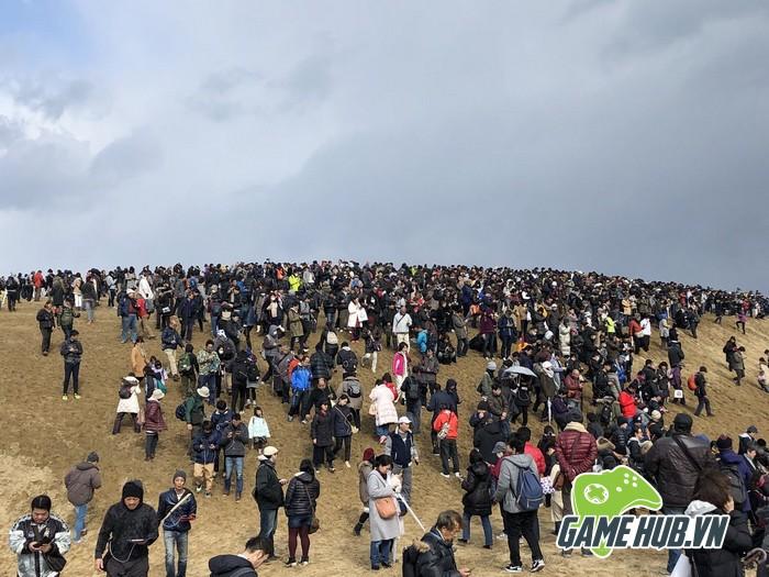 Choáng ngợp trước hình ảnh game thủ Pokemon GO đông như kiến ở Nhật - ảnh 5