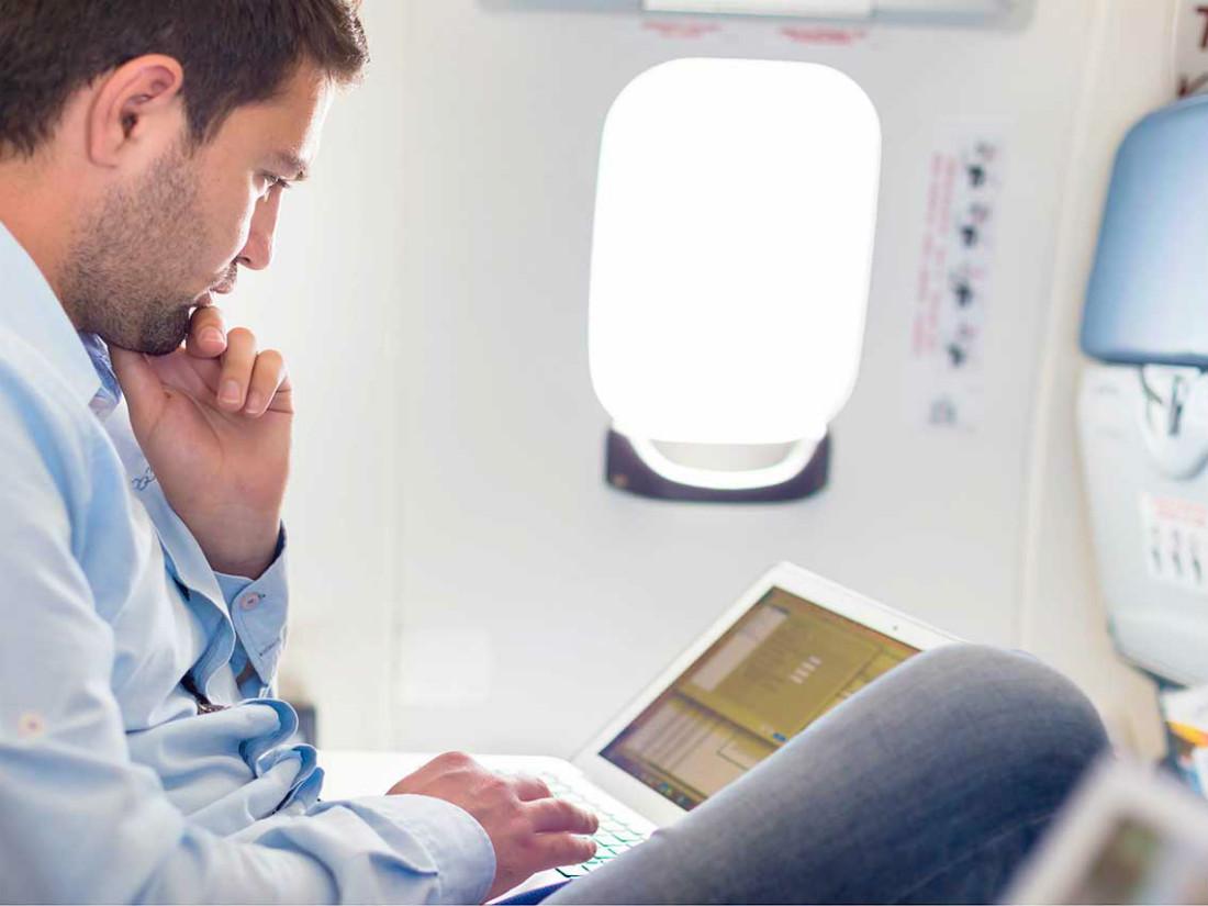 11 Ways to make a comfortable airplane flight
