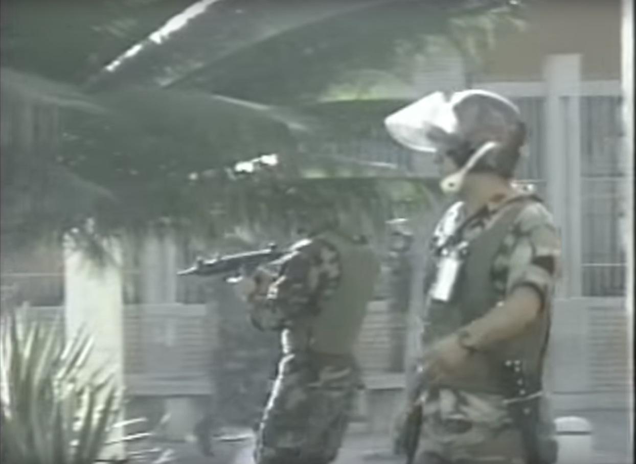 ¿Chavez (Tiburón 1) ordeno a su gente matar el 11 de Abril del 2002 ?  Uzi2