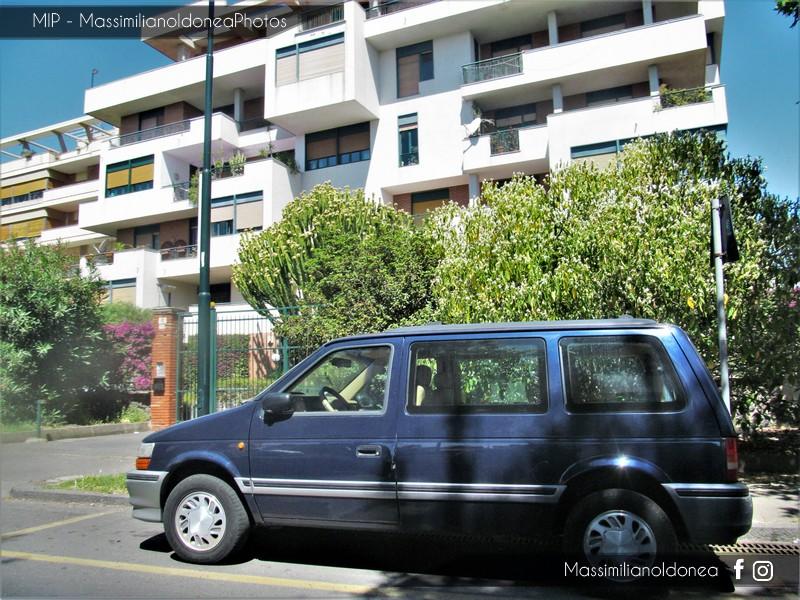 avvistamenti auto storiche - Pagina 22 Chrysler_Voyager
