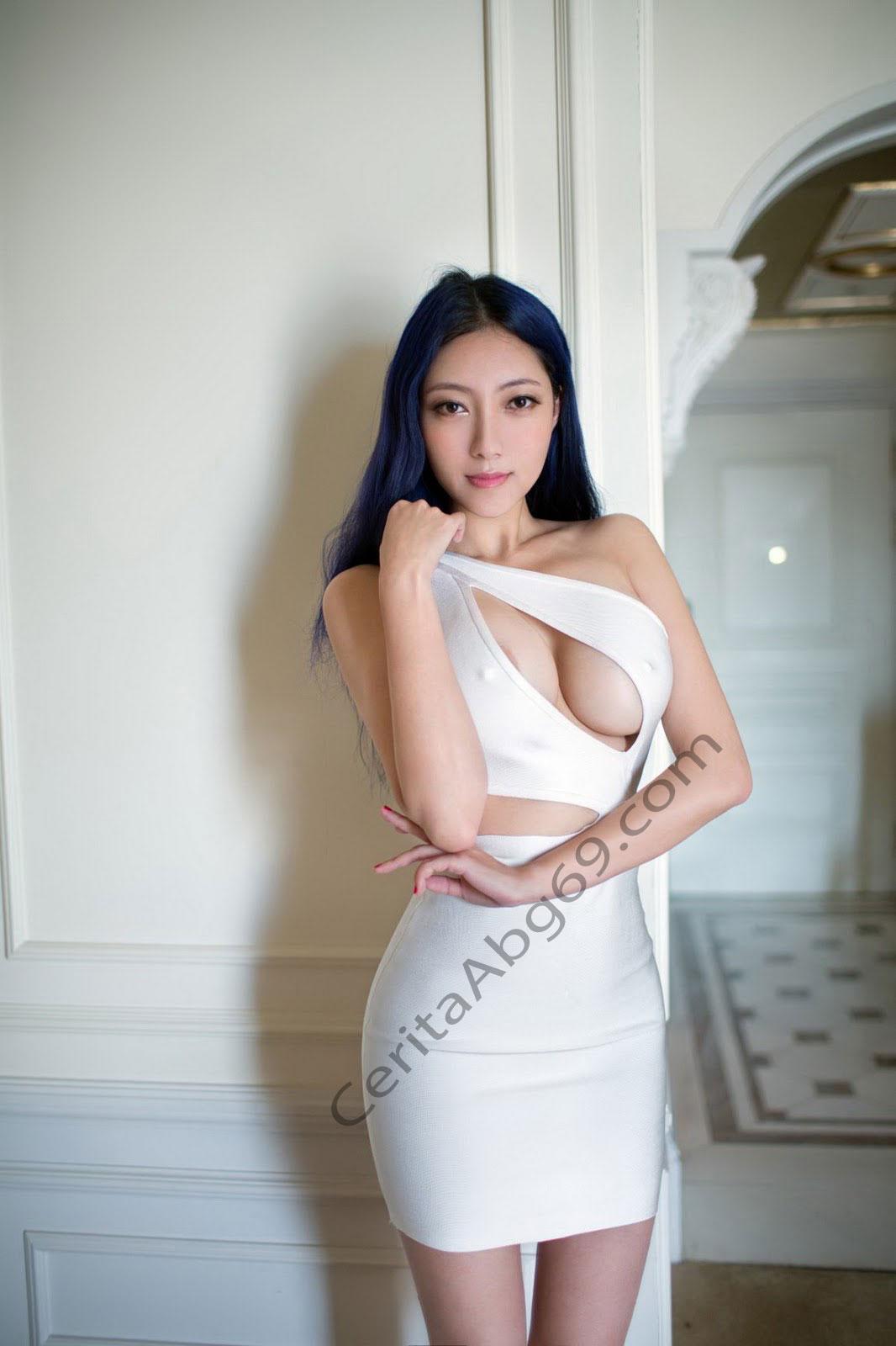 Foto Bugil | Model Seksi Telanjang BerPose DiDepan kamera