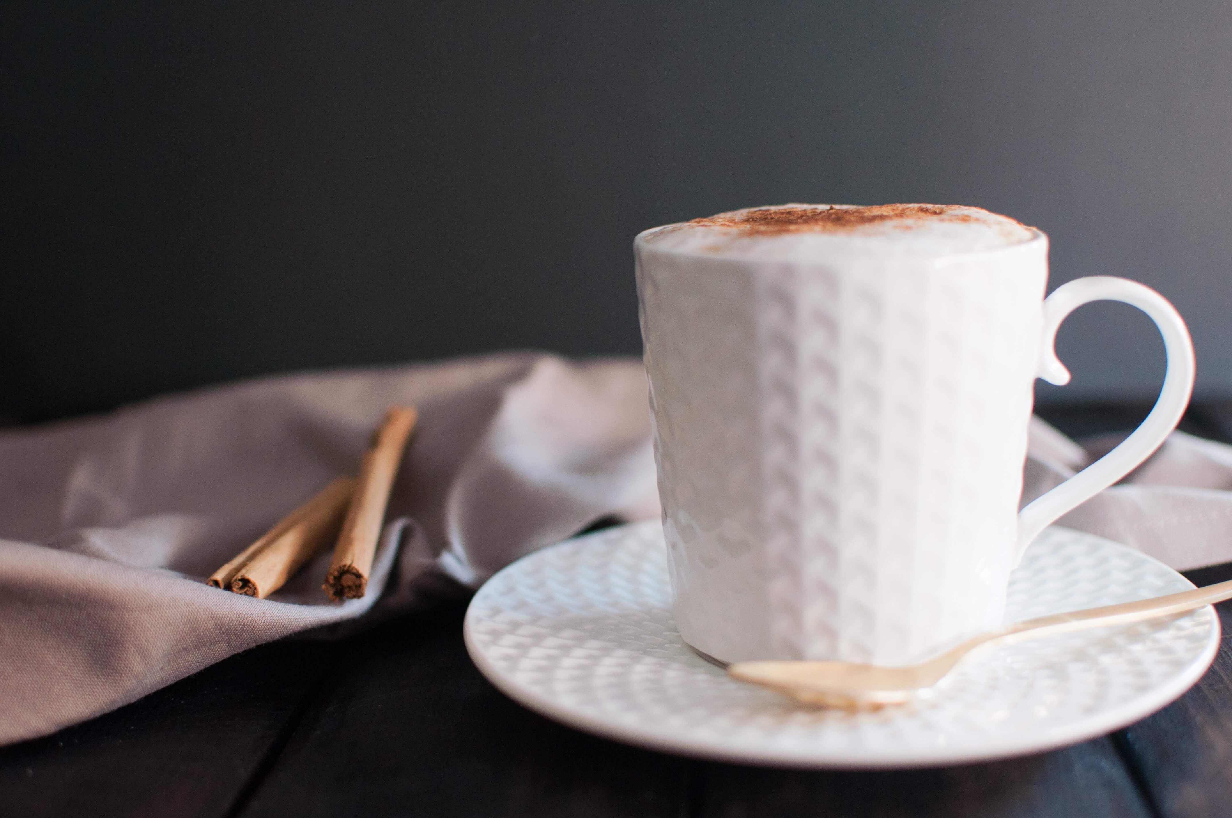cappuccino z syropem do kawy