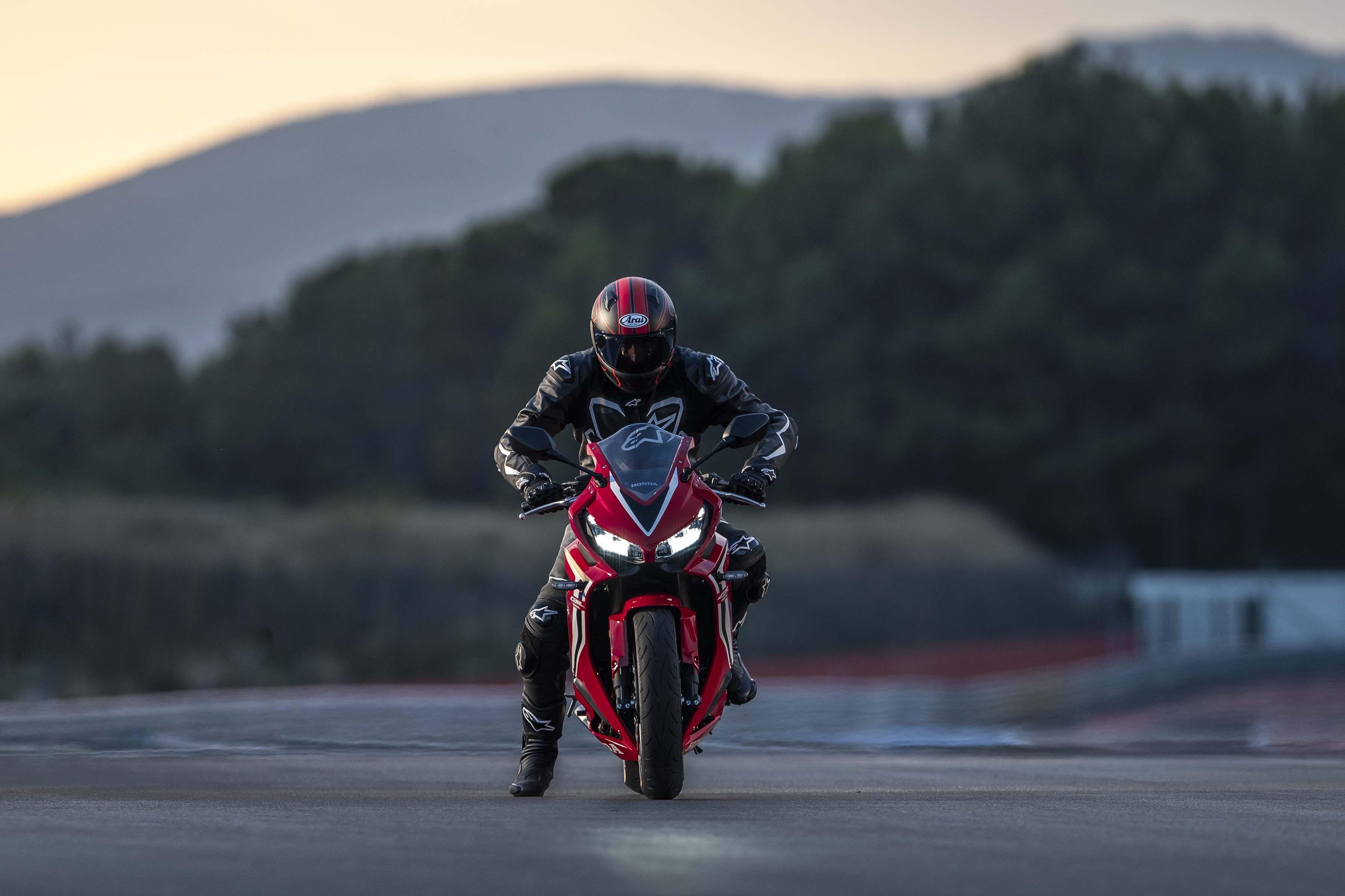 2019-Honda-CBR650-R-29