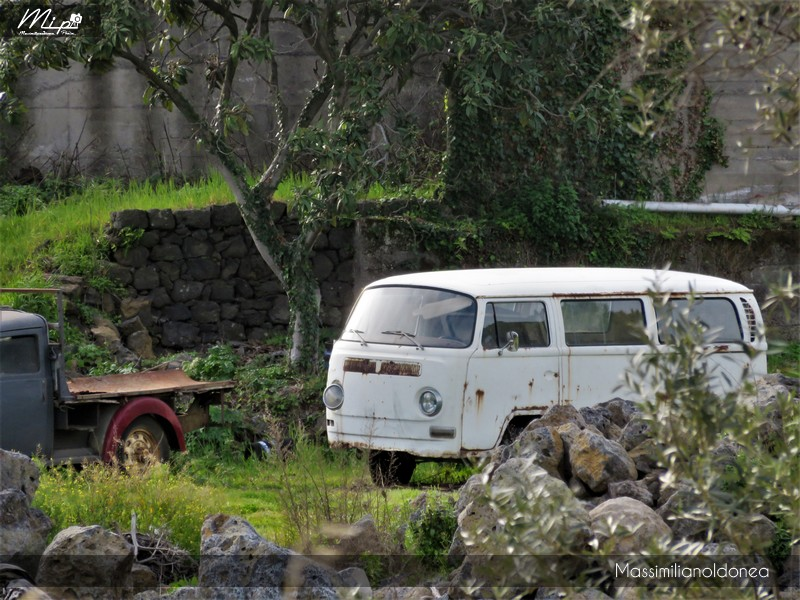 Mezzi Abbandonati - Pagina 4 Volkswagen_T2_1