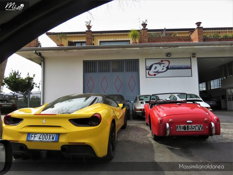 Avvistamenti auto rare non ancora d'epoca - Pagina 12 Ferrari_488_GTB_3_9_670cv_16_FF400_XW_e_Triumph_TR3_A_2_0_90cv_AE185_WV