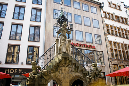 Most people have heard the story of the Elves & the Shoemaker, but what is the Heinzelmännchen variation associated with Cologne, Germany?
