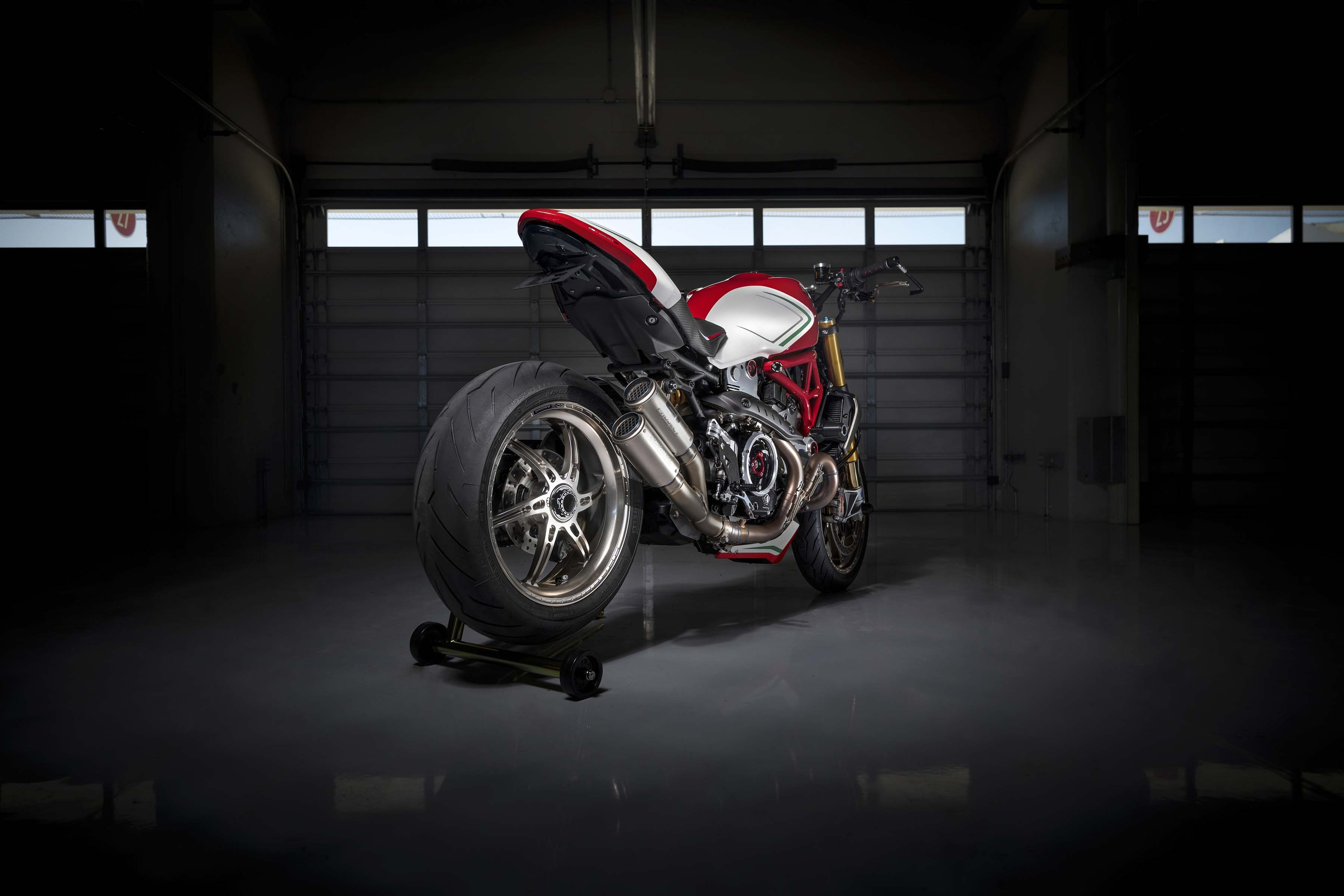 Ducati-Monster-1200-Tricolore-Motovation-26