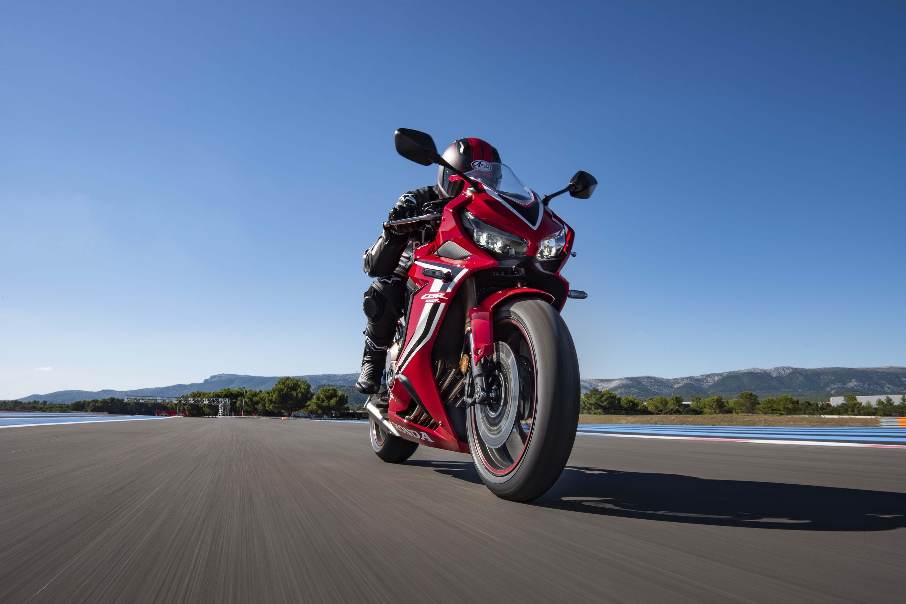 2019-Honda-CBR650-R-42