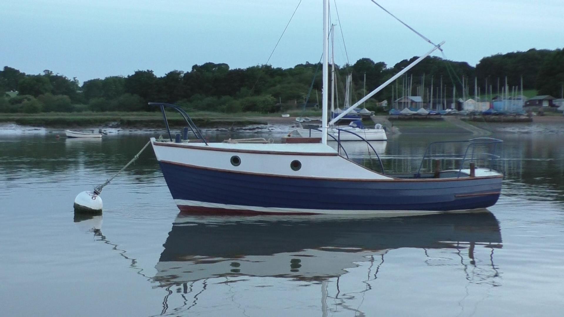 keepturningleft_10_classic_motorboat.jpg