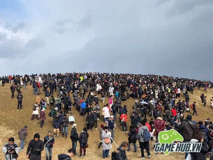 Choáng ngợp trước hình ảnh game thủ Pokemon GO đông như kiến ở Nhật - ảnh 8