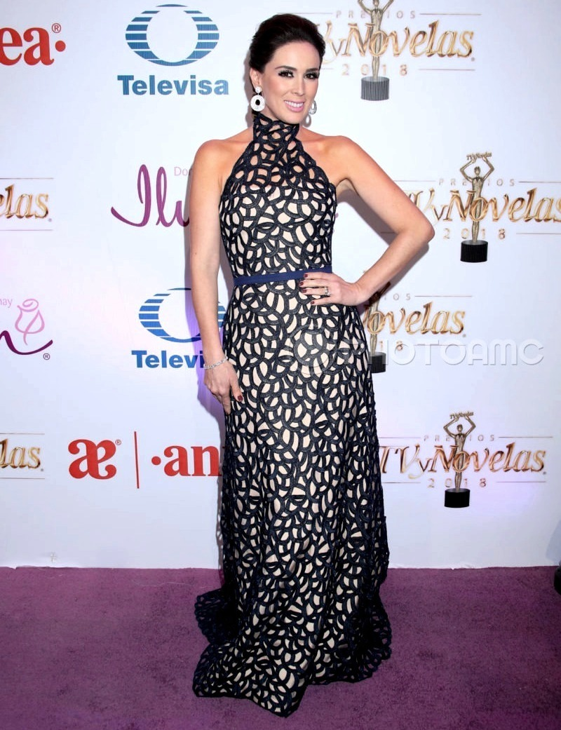 Najlepša haljina crvenog tepiha - Page 3 3-Jacqueline-Bracamontes