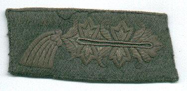 El bordado Larisch en plata sobre fondo feldgrau, de la primera guerra mundial